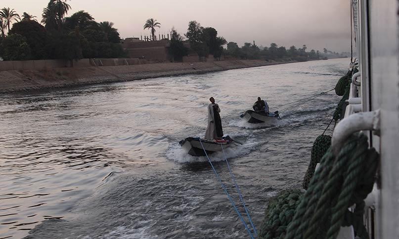 Fliegende Händler auf einem Boot