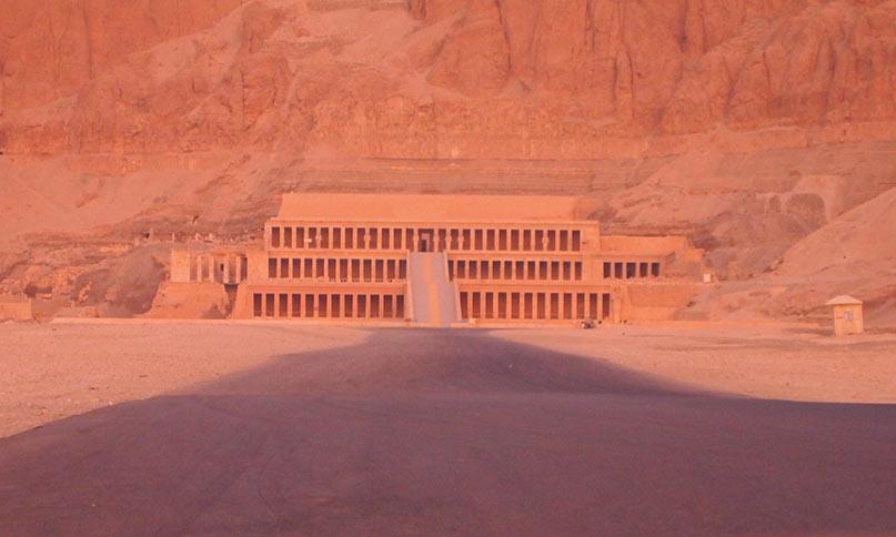 Gähnende Leere am Hatschepsut-Tempel