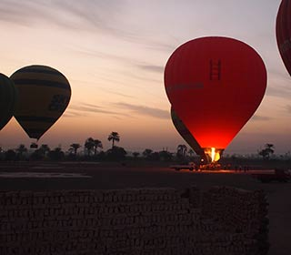 Heißluftballon Hatschpsut-Tempel