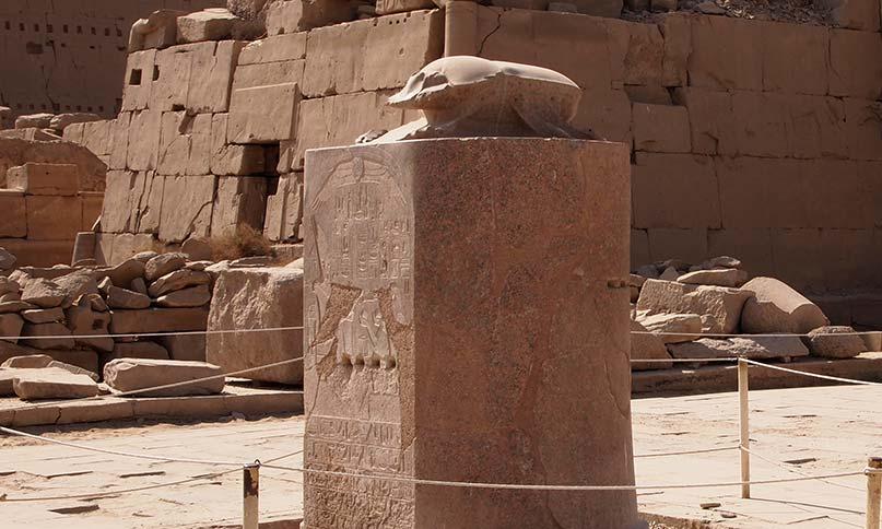 Glücksskarabäus im Karnak-Tempel