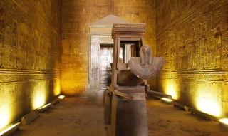 Die Horusbarke im Tempel von Edfu