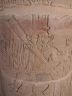 Der Gott Bes tanzend und Harfespielend Tempel von Philae Griechisch-römische Zeit