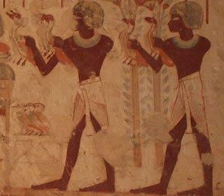 Zwei Opfernde bringt Blumen und Geflügel zum Grabherrn, Grab des Userhat