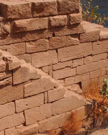 Nilometer auf der Insel Elephantine. Anhand der Striche konnten die Ägypter den Pegelstand des Nils messen