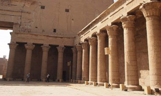 Peristyl des Horus-Tempels in Edfu