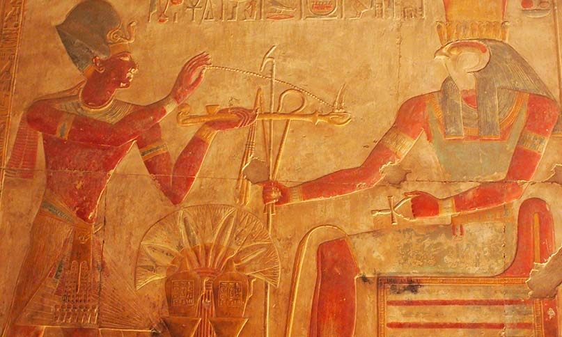 Pharao und Horus