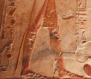 Unterer Teil eines Pharaos mit Tierschwanz im Luxor-Tempel