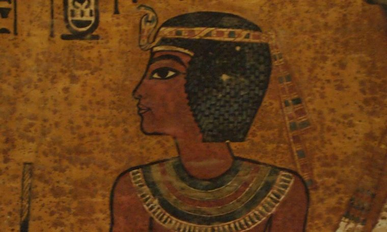 Abbildung von Tutanchamun in seiner Grabkammer Faksimile von Tutanchamuns Grab