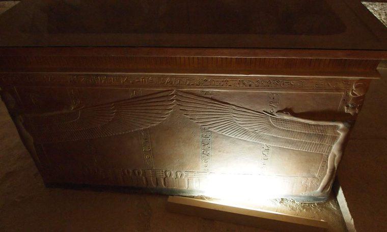 Der Quarzit-Sarkophag von Tutanchamun Faksimile