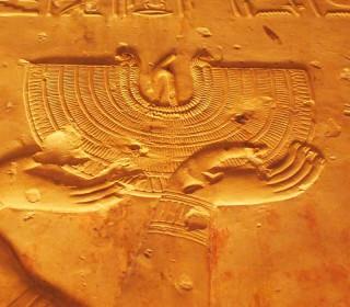 Ein Halskragen aus dem Tempel von Abydos