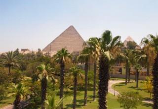 Pyramiden - Blick aus einem Zimmer des Mena House Oberoi Hotels