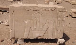Der Gott Chnum mit geschwungenen Hörnern Tempel von Elephantine