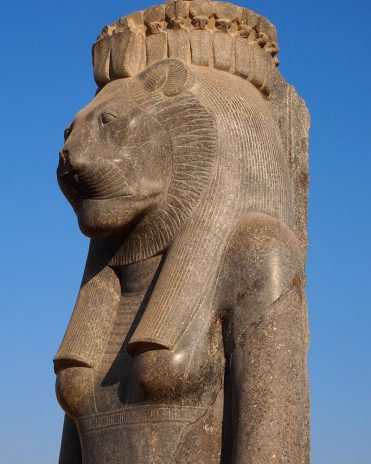 Mut als Löwin Mut-Bezirk im Karnak-Tempel