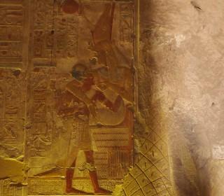 """Als """"Muttergöttin"""" säugt Mut Phrao Sethos I. Tempel von Abydos Neues Reich, 19. Dynastie"""