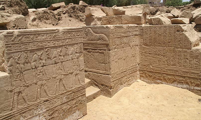 Eine der wenigsen Überreste vom alten Month-Tempel in Armant (Hermonthis) Foto: Friedirich Graf