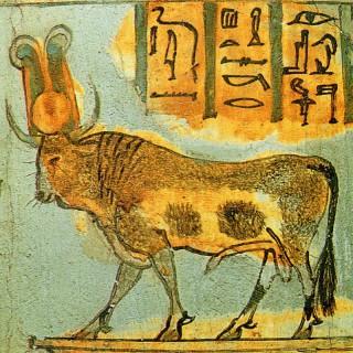 Der heilige Apis-Stier auf einem Sarkophag der 21. Dynastie Bild: Wikimedia Commons
